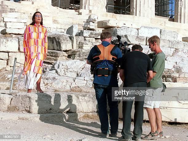 Nana Mouskouri ARDDrehteam Dreharbeiten zum ARDSpecial 'Ein Star und seine Stadt' Athen Griechenland EpitaurusTheater Drehszene singen