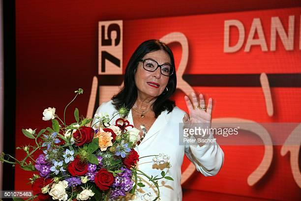 Nana Mouskouri ARDGalaShow Danke Bio EWerk Köln NordrheinWestfalen Deutschland Europa Geburtstagsshow Geburtstagsfeier Feier Blumen Blumenstrauß...