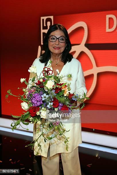 Nana Mouskouri ARDGalaShow 'Danke Bio' EWerk Köln NordrheinWestfalen Deutschland Europa Geburtstagsshow Geburtstagsfeier Feier Blumen Blumenstrauß...