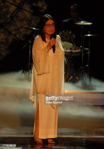 Nana Mouskouri BackgroundMusiker ZDFShow 'Willkommen bei C a r m e n N e b e l' Westfalenhalle Dortmund NordrheinWestfalen Deutschland Europa Bühne...