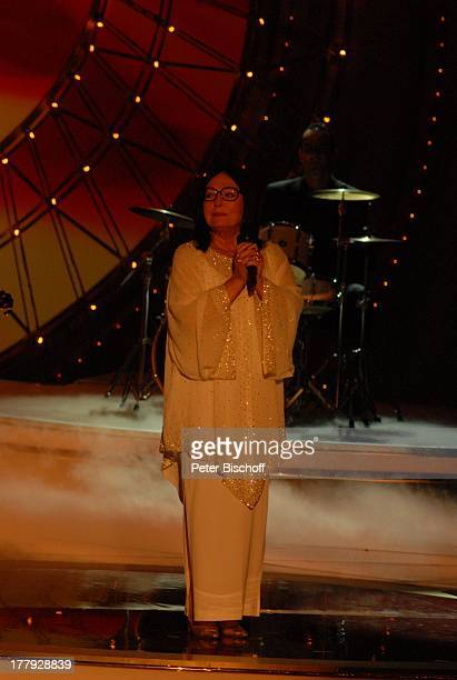 Nana Mouskouri BackgroundMusiker ZDFShow Willkommen bei C a r m e n N e b e l Westfalenhalle Dortmund NordrheinWestfalen Deutschland Europa Bühne...