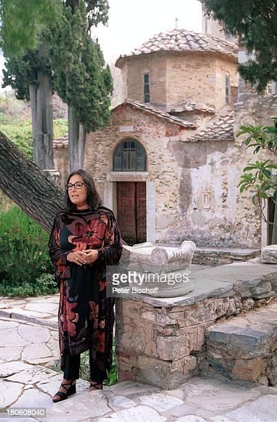"""Nana Mouskouri, Dreharbeiten zum ARD-Special """"Ein Star und seine Stadt"""", Kloster, Kaisariani, Athen, Griechenland, Solomotiv,"""
