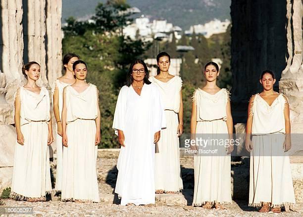 Nana Mouskouri Dreharbeiten zum ARDSpecial Ein Star und seine Stadt ZeusTempel histor Olympiastadion Athen Griechenland Frauen singen