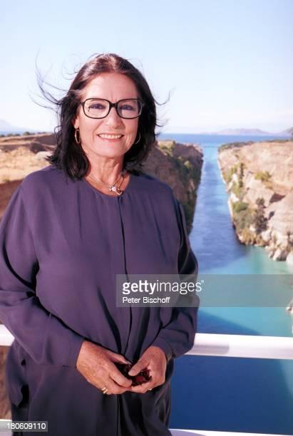 """Nana Mouskouri, Dreharbeiten zum ARD-Special """"Ein Star und seine Stadt"""", Athen, Griechenland, Felsenküste, Solomotiv,"""