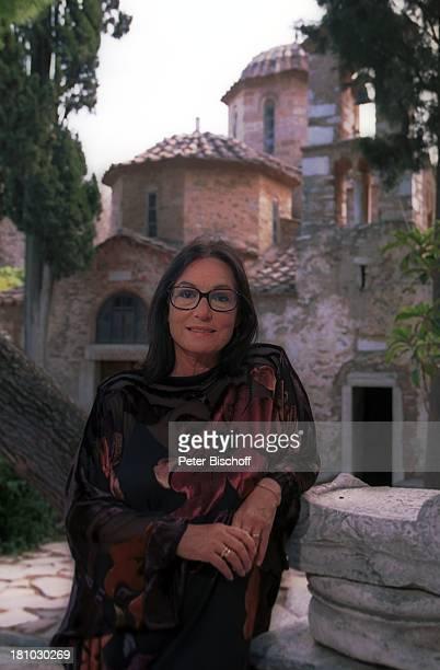 Nana Mouskouri Dreharbeiten zum ARDSpecial Ein Star und seine Stadt Kloster Kaisariani Athen Griechenland Solomotiv