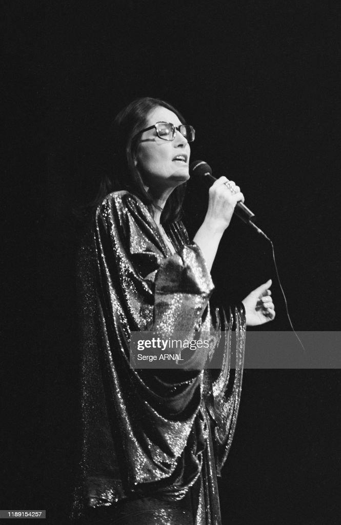 Nana Mouskouri en concert en 1986 : Photo d'actualité
