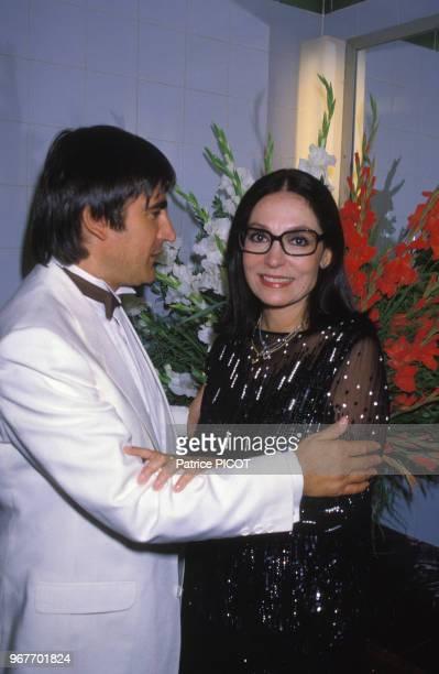 Nana Mouskouri et Serge Lama lors d'une soirée pour les enfants le 31 juillet 1984 à Paris France