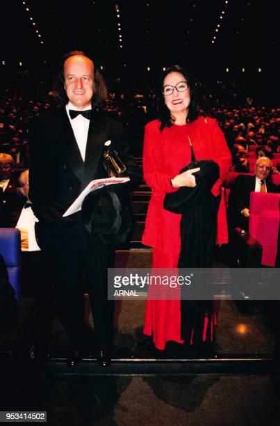 Nana Mouskouri et son mari André Chapelle lors du concert de Charles Aznavour au Palais des Congrès le 4 novembre 1997, Paris, France.