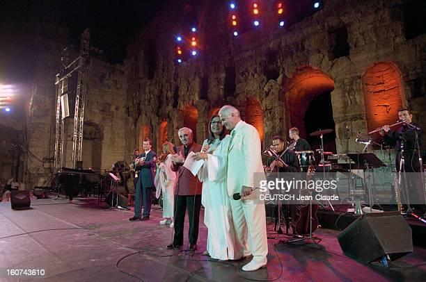 Nana Mouskouri Gives A Recital At The Herod Atticus Theater, Athens. A Athènes, le 26 juin 1998, Nana MOUSKOURI donne un récital au théâtre HEROO...