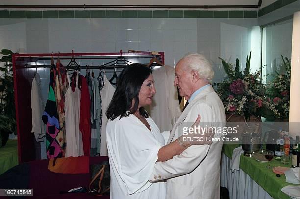 Nana Mouskouri Gives A Recital At The Herod Atticus Theater Athens A Athènes le 26 juin 1998 Nana MOUSKOURI donne un récital au théâtre HEROO ATTICUS...