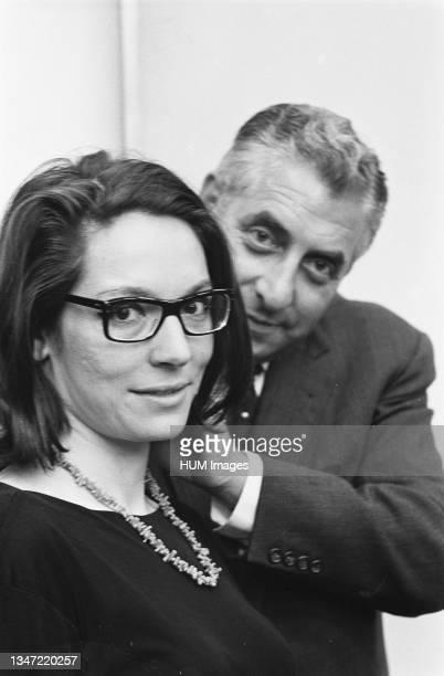 Nana Mouskouri, Greek singer and behind her is Max van Praag / Date 2 September 1963.
