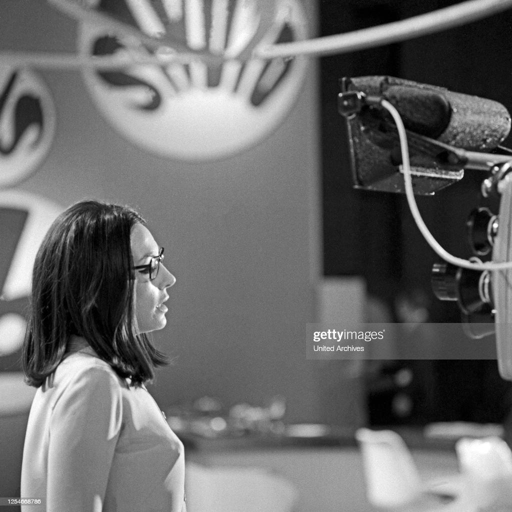 Nana Mouskouri : News Photo
