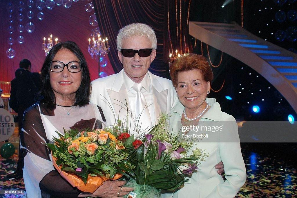 Nana Mouskouri, Heino, Lys Assia (v.l.n.r.), ARD-Show 'Herzliche : Fotografía de noticias