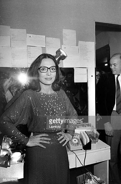 Nana Mouskouri in his dressing room at Olympia Paris 1982