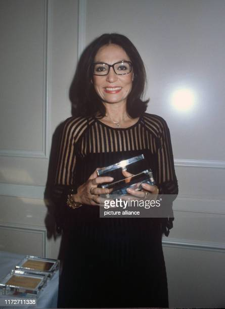 Nana Mouskouri is honoured in December 1981 in Frankfurt for above-average visitor numbers to her concerts. The greek singer and politician was born...