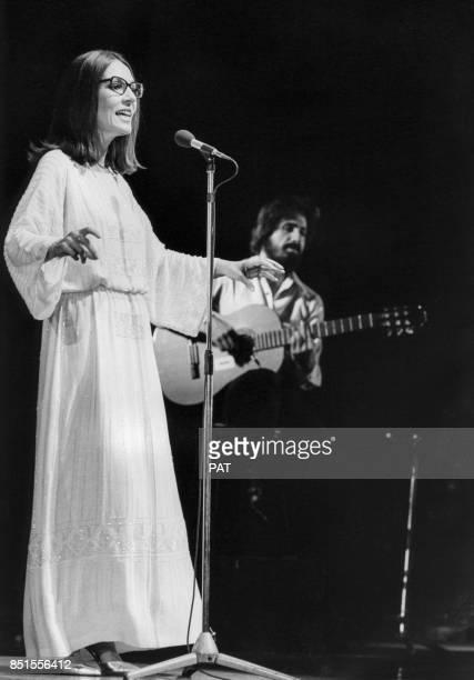 Nana Mouskouri à l'Olympia le 18 octobre 1979 à Paris, France.