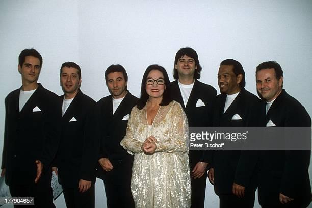 Nana Mouskouri mit Band 1 Konzert während Tournee Augsburg Bayern Deutschland Europa Sängerin BB/KS