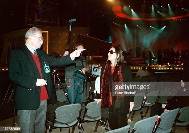Nana Mouskouri mit KonzertveranstalterFritz Rau BrilleSonnenbrille