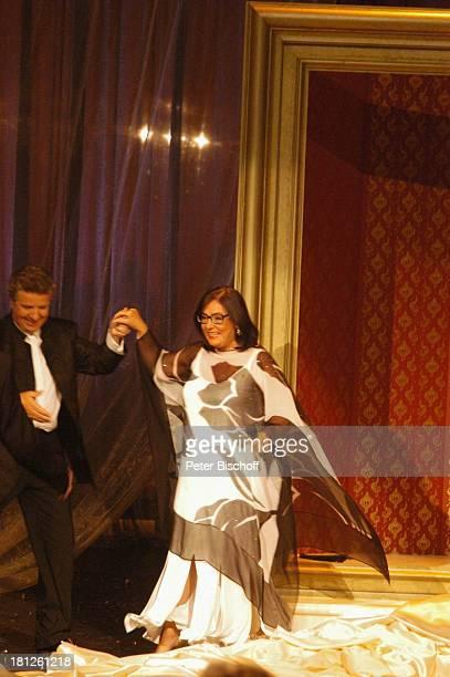 Nana Mouskouri Moderator Michael Schanze ARDShow Herzlichen Glückwunsch die M I C A E L S C H A N Z E Jubiläumsgala Europapark Rust Silver Star Dome...
