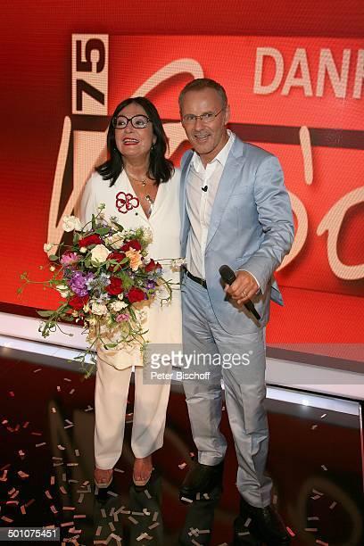 Nana Mouskouri Moderator Reinhold Beckmann ARDGalaShow Danke Bio EWerk Köln NordrheinWestfalen Deutschland Europa Geburtstagsshow Geburtstagsfeier...