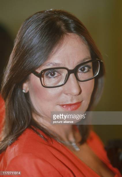 Nana Mouskouri on 3 September 1988 in Mainz. The greek singer and politician was born an 13 October 1934. | usage worldwide