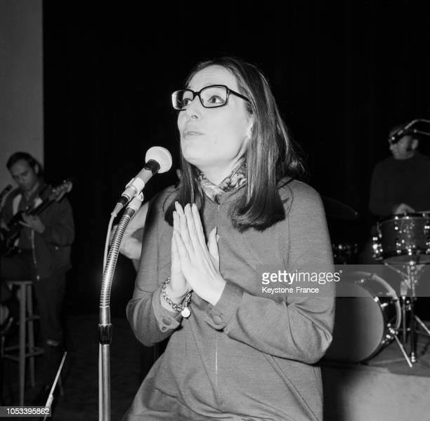 Nana Mouskouri pendant une répétition à l'Olympia à Paris France le 24 octobre 1967