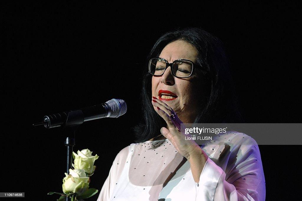 Nana Mouskouri, live at the Arena of Geneva, Switzerland on November 20th, 2007. : ニュース写真