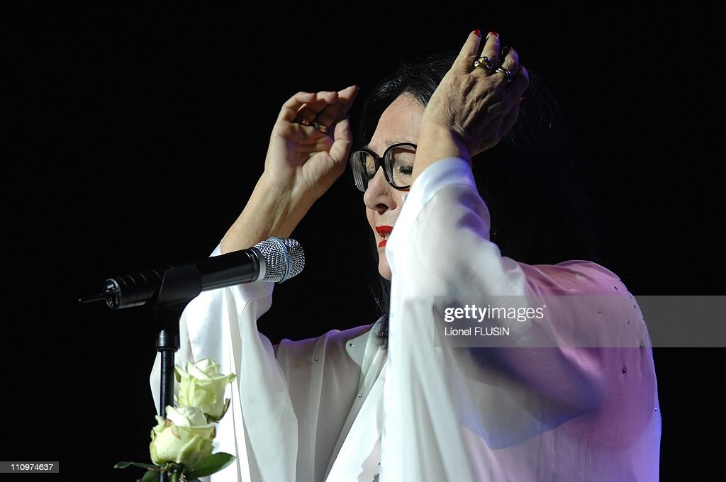 Nana Mouskouri, live at the Arena of Geneva, Switzerland on November 20th, 2007. : Fotografía de noticias