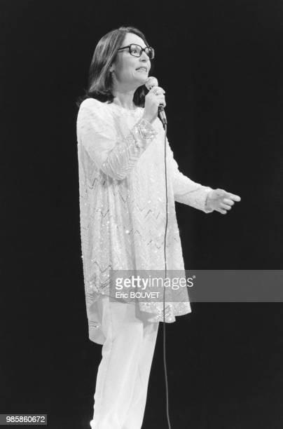Nana Mouskouri sur la scène du Palais des Congrès de Paris le 17 janvuier 1984 France