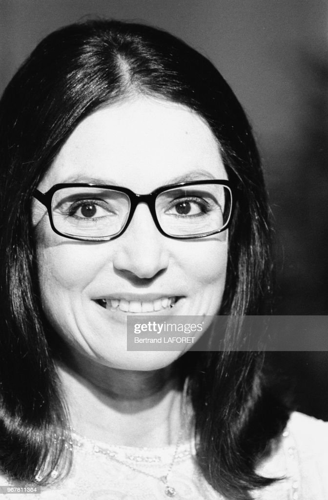 Nana Mouskouri lors d'un show télé en 19823 : News Photo