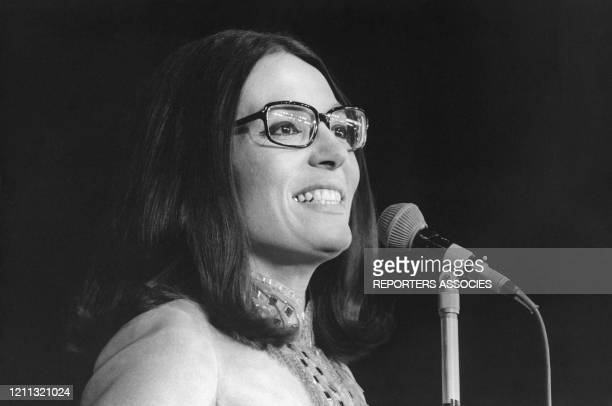 Nana Mouskouri sur scène Paris France circa 1960