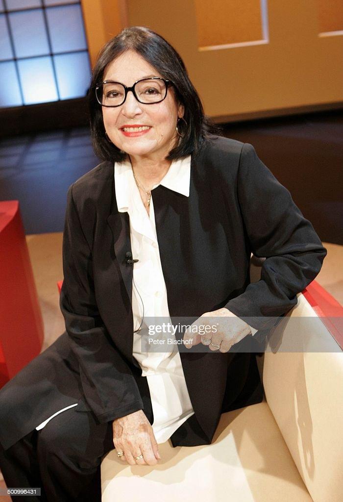 Nana Mouskouri (Sängerin), WDR-Show: 'Böttinger', Köln, 28.10.2004, Schlagersängerin,Promi, 100225, P.-Nr. 1333/04, AB; Foto: P.Bischoff; Veröffentlic : ニュース写真