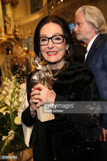 Nana Mouskouri with her award during the European Culture Awards TAURUS 2018 at Dresden Frauenkirche on June 8 2018 in Dresden Germany