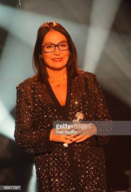 Nana Mouskouri ZDFMusikshow Die großeShow der Sieger Berlin Deutschland Europa Atelier 5/ UnionFilm Auftritt Mikrofon Brille