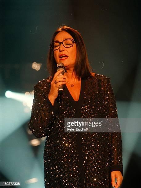 Nana Mouskouri ZDFMusikshow 'Die großeShow der Sieger' Berlin Deutschland Europa Atelier 5/ UnionFilm Auftritt Mikrofon Brille