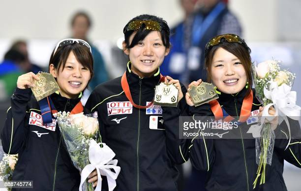 Nana Takagi Miho Takagi and Ayano Sato of Japan pose with their medals after winning the women's team pursuit event at the speed skating World Cup in...