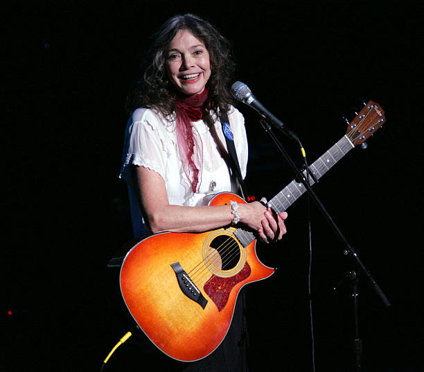 UNS: American Singer-Songwriter Nanci Griffith Dies At 68