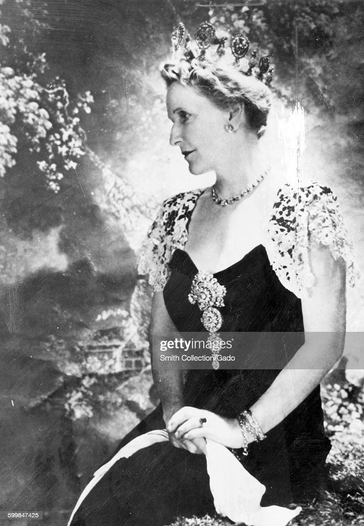 Nancy Astor, First Female : News Photo