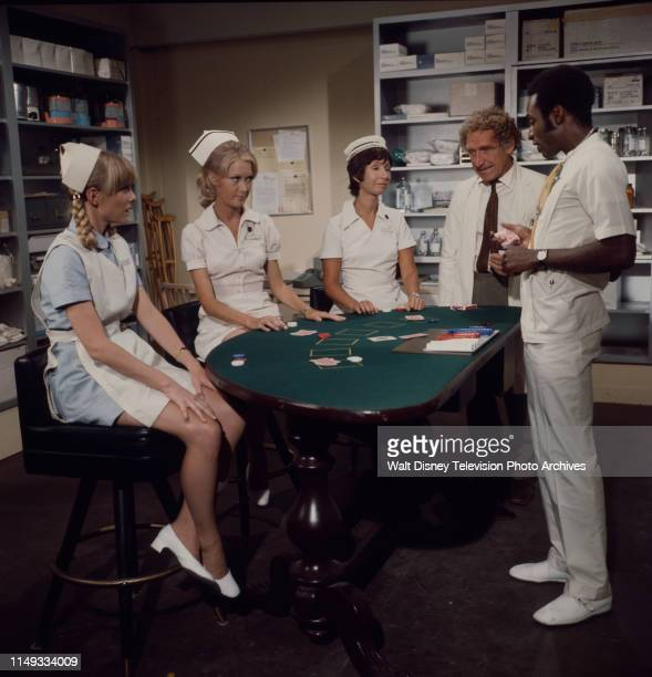 Nancy Fox Joan Van Ark Reva Rose James Whitmore Cleavon Little appearing on the ABC tv series 'The New Temperatures Rising Show' episode 'The...