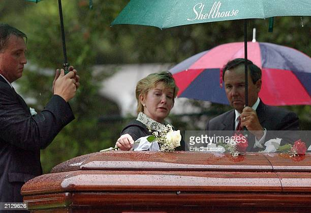 Nancy Moore Thurmond the widow of former Sen Strom Thurmond places a white rose on his casket at the conclusion of the burial service at the...