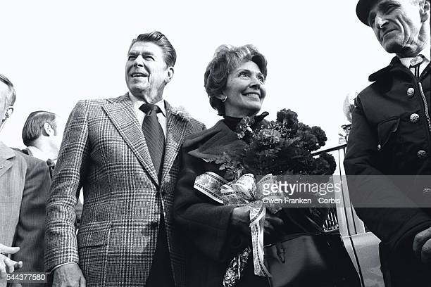 Nancy Reagan holds a bouquet of flowers while accompanying her husband Republican presidential candidate Ronald Reagan on his campaign for the 1976...