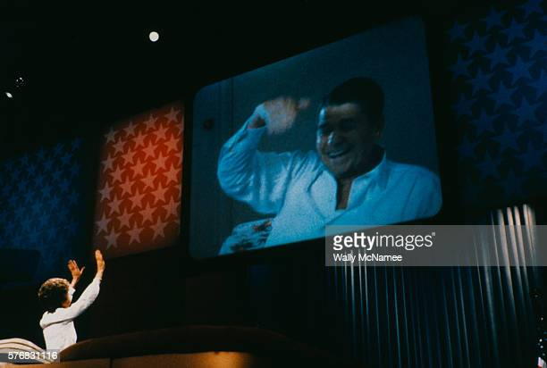 nancy reagan waving to ronald via video monitor - republican national convention stock pictures, royalty-free photos & images