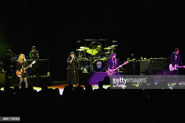Nancy Wilson Debbie ShairAnn Wilson Ben Smith Dan Rothchild and Craig Bartock of Heart perform at NJ Performing Arts Center on April 6 2014 in Newark...