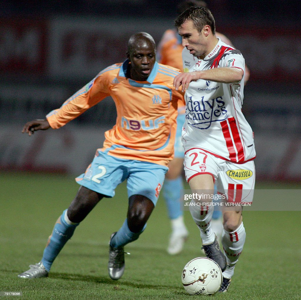 Nancy's defender David Sauget (R) and Marseille's Kanga Akale (L) fight for the ball during their French League 1 football match at Marcel Picot Stadium, 23 January 2008 in Tomblaine.