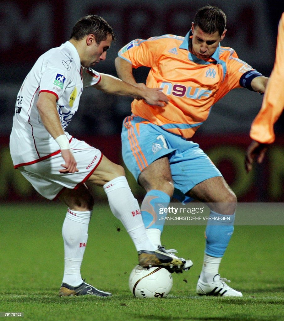 Nancy's defender David Sauget (L) fights for the ball with Marseille's midfielder Lorik Cana (R) during their French League 1 football match at Marcel Picot Stadium, 23 January 2008 in Tomblaine.