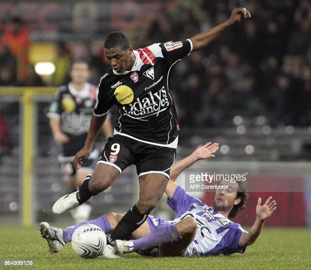 Nancy's forward Kim vies with Toulouse's midfielder Gilles Sirieix during their French L1 football match Toulouse FC vs AS NancyLorraine 05 December...
