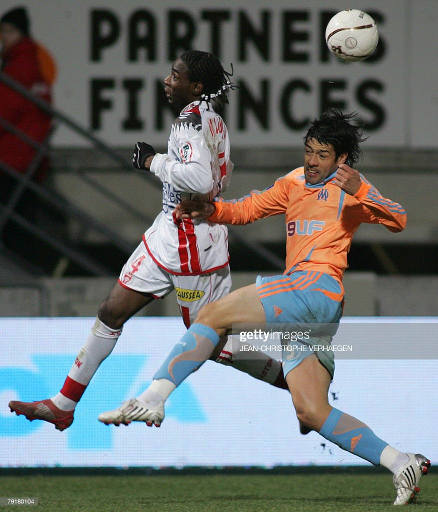 Nancy's midfielder Chris Malonga fights for the ball with Marseille's defender Juan Krupoviesa (R) during the French League 1 football match at Marcel Picot Stadium, 23 January 2008 in Tomblaine.