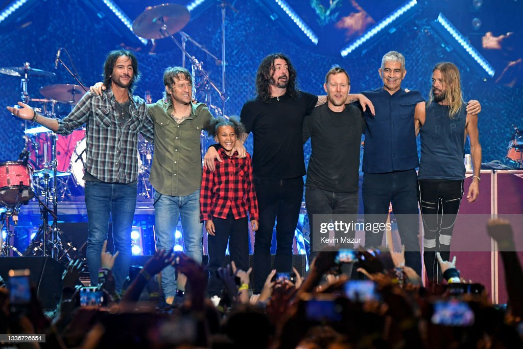 Foo Fighters Perform At The Forum : News Photo