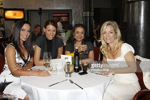 Nandini Mitra Jasmina Filali Mit Mutter Malika Und Jessica Stockmann Beim Dkms Life Ladies Lunch In Der Bank In Hamburg