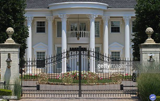 nanigerian DATE Neg number 182267 PHOTOGRAPHER SARAH L VOISIN Potomac MD Exterior shots of the luxurious Potomac MD home of the VicePresident of...